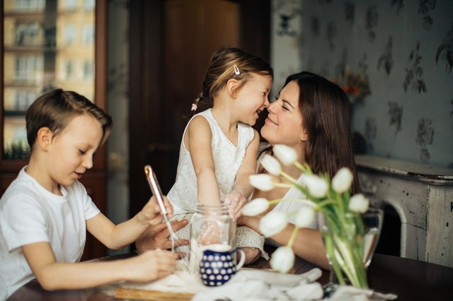 How is custody determined between unmarried couples?